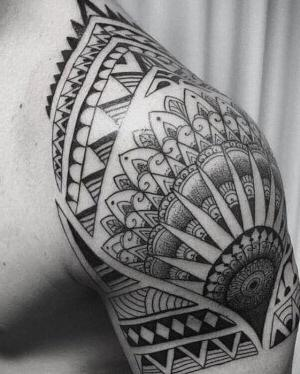 tatuaje para hombre tribal