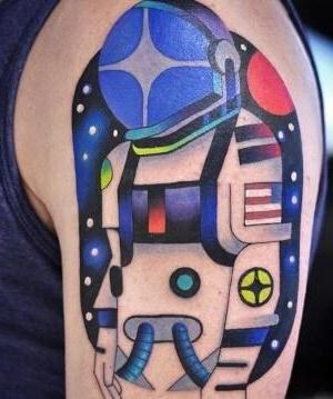 tatuajes psicodelicos en el hombro