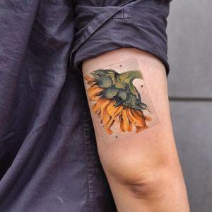 tatuaje girasol en brazo