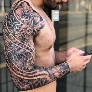 tatuaje para hombre brazo
