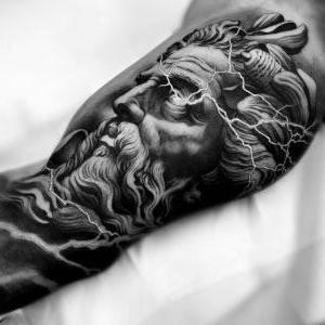 tatuaje para hombre en brazo
