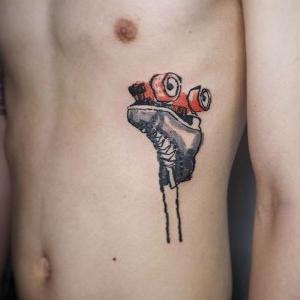 tatuaje para hombre en costillas
