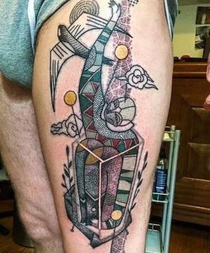 tatuaje chido para hombre en la pierna