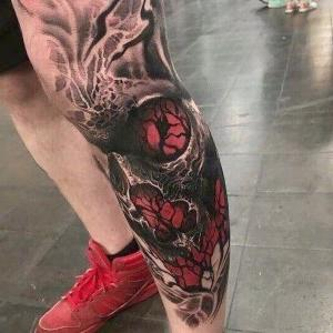 tatuaje para hombres en las piernas