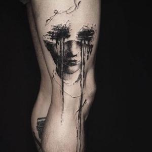 tatuaje surrealista en la pierna