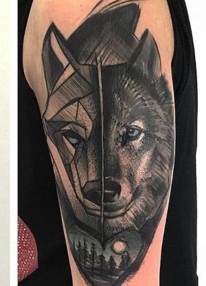 tattoo lobo en brazo