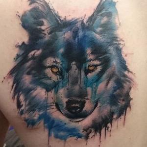 tatuaje de lobo en acuarela
