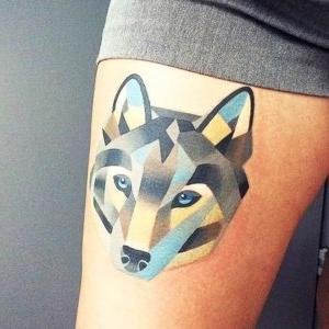 tatuaje lobo a color
