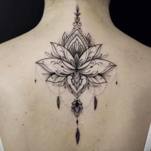 foto de tatuaje de flor de loto