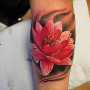 tatto para hombre de flor de loto