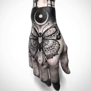 tattoo en mano