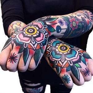 tatuajes en las manos para hombres