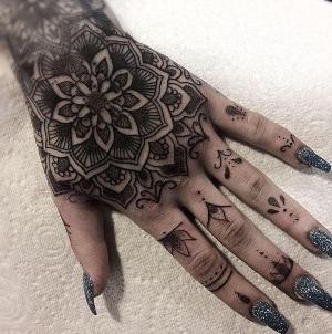 tatuajes en las manos para mujeres