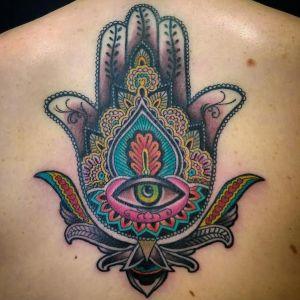tatuaje mano de fatima a color