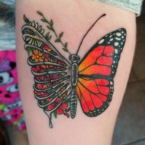 imagen de tatuaje de mariposa