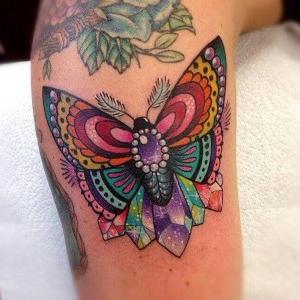 tatuaje bonito de mariposa