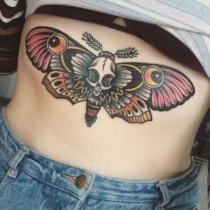 tatuaje mariposa neotradicional