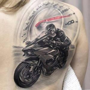 tatu de moto en la espalda