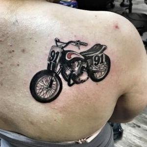 tatuaje chido de moto