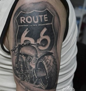 tatuaje de moto ruta 66