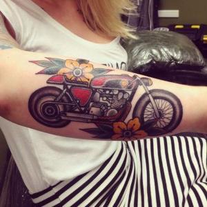 tatuajes de motos para mujeres.