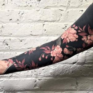 brazo con flores