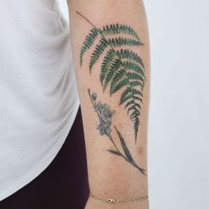 tatuaje antebrazo vegetal