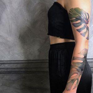 tatuaje hojas brazo entero