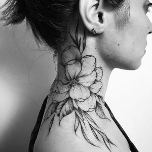 los mejores tatuajes para mujeres en el cuello
