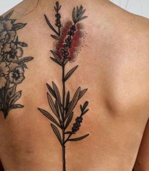 tatuajes chidos para mujeres en la espalda