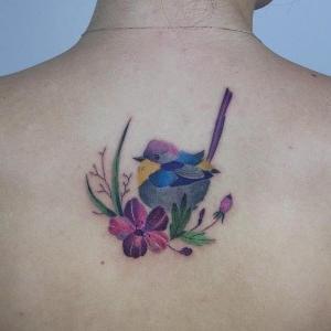 tatuajes lindos en la espalda para mujeres