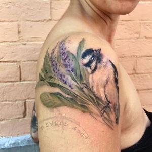 tattoo femenino en el hombro