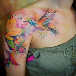 tatuajes mujeres en el hombro