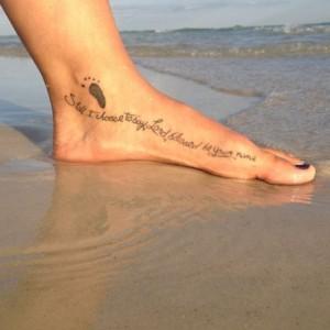 frase tatuada en el pie