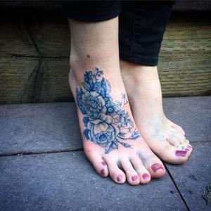 tatuaje para mujer empeine