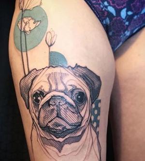 los tatuajes mas bonitos de perros en las piernas