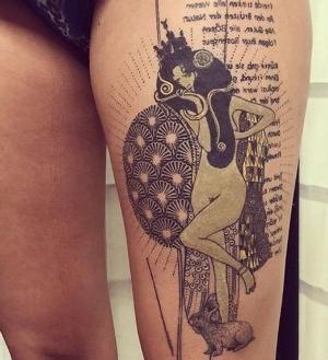 mujeres con tatuajes en la pierna