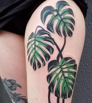 tatuajes de hojas en las piernas