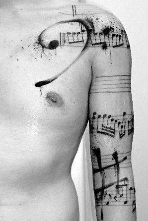 tatuaje de musica en brazo