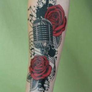 tatuaje musica rosas