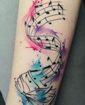 tatuaje watercolor de musica