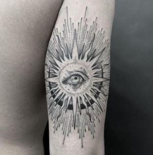 tatuaje de ojo y sol