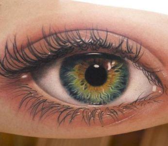 tatuaje realista de ojo