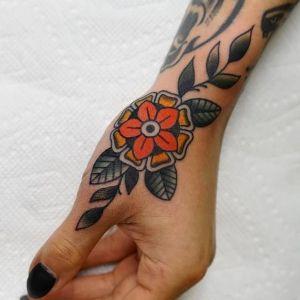 tatuaje old school de flor