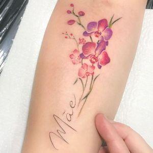 tatuaje de oquideas y nombre