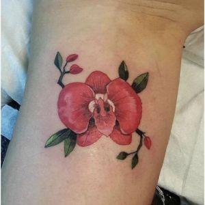 tatuaje de orquidea roja