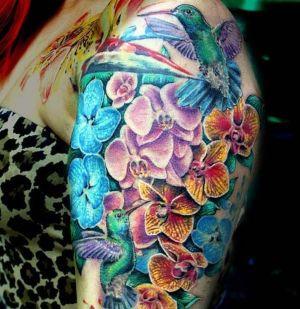 tatuaje de orquideas y colibrie