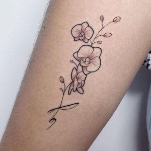 tatuaje pequeño de orquideas