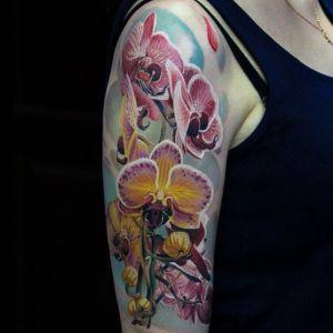 tatuaje realista de orquídeas