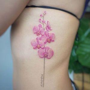 tatuaje sexy de orquideas